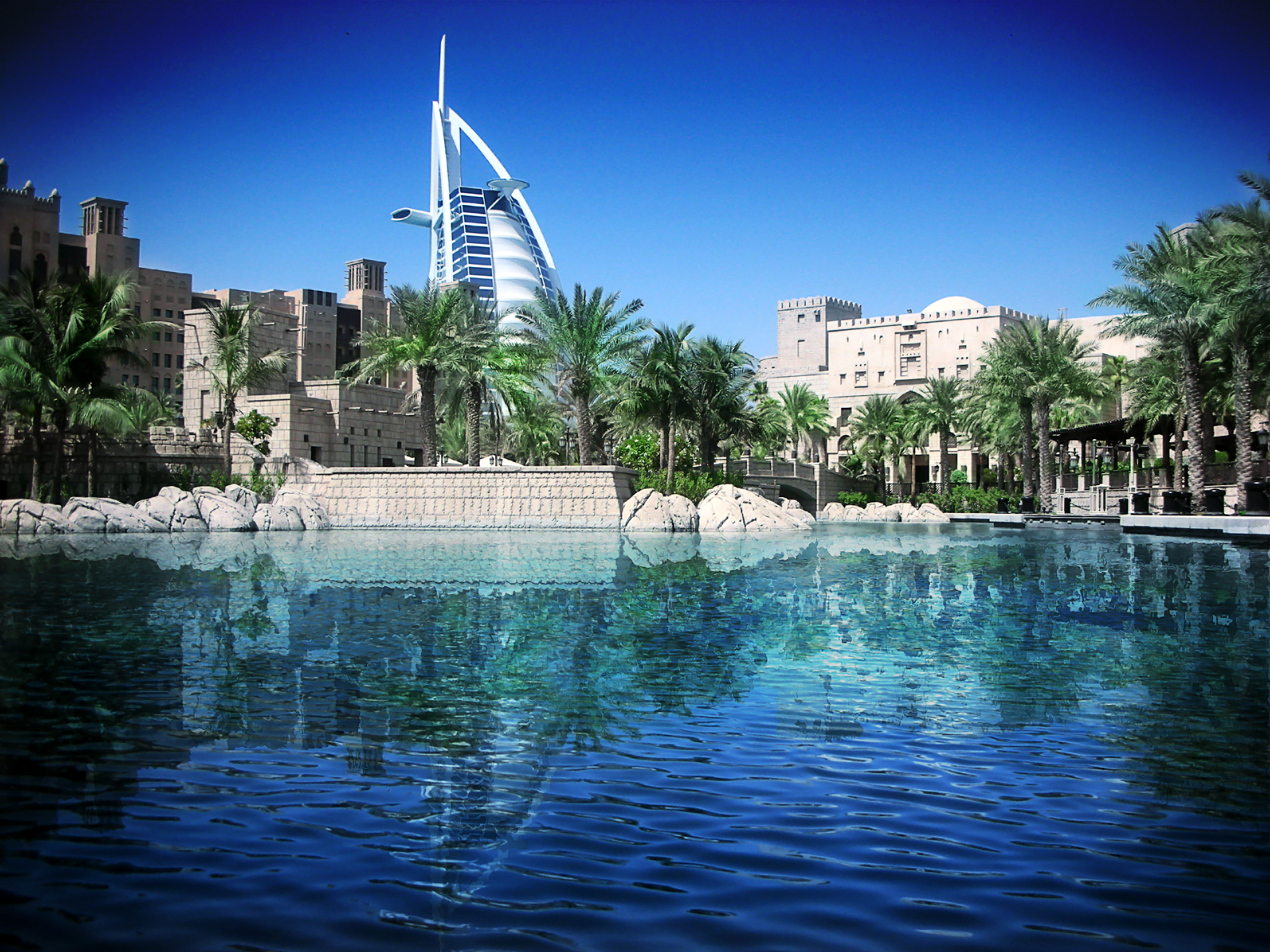 Luxury yacht charter in dubai the golden oasis sunreef for Luxury travel in dubai
