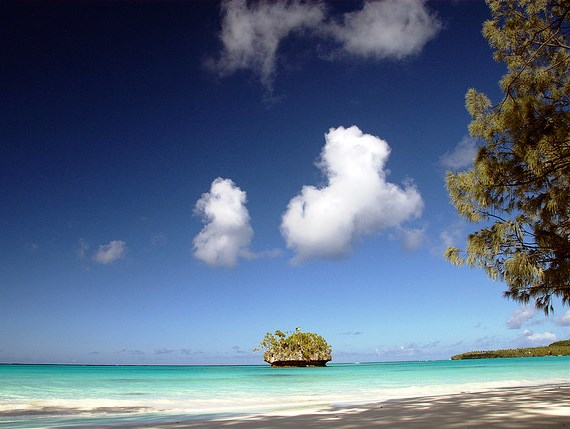 Luengoni_beach_Lifou_Loyalty_islands.jpg