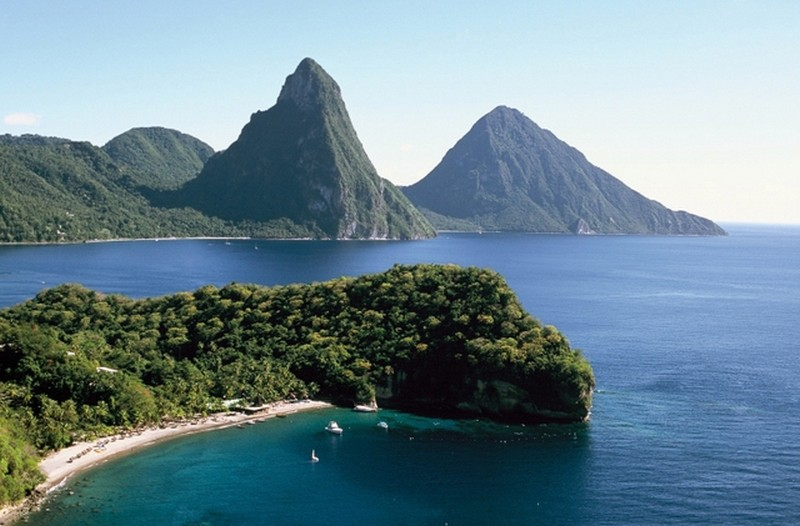 The_Pitons2.jpg